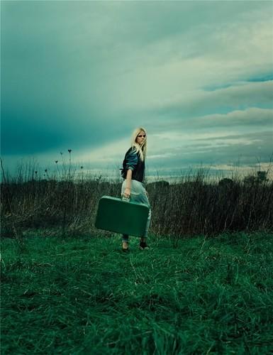 http://petrouschka.cowblog.fr/images/girlleavingphotographyfieldsuitcasea8ed5a57a4df2be5e5c714ac40685996h.jpg